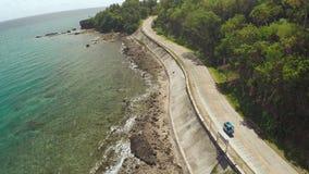 Strada di bobina lungo la costa delle Filippine stock footage