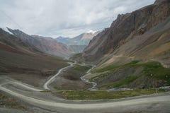 Strada di bobina in Tian Shan Mountains del Kirghizistan Immagine Stock