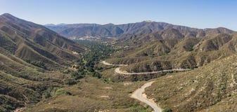 Strada di bobina in valle del deserto fotografie stock libere da diritti