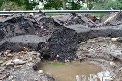 Strada di danni delle alluvioni dopo la tempesta fotografia stock
