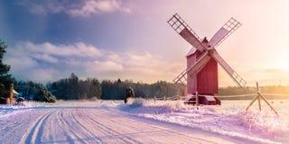 Strada di inverno al mulino Fotografia Stock