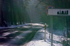 Strada di inverno allo sputo di Curonian Fotografie Stock Libere da Diritti