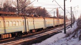Strada di inverno del treno stock footage