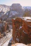 Strada di inverno sotto atterraggio dell'angelo in Zion immagini stock