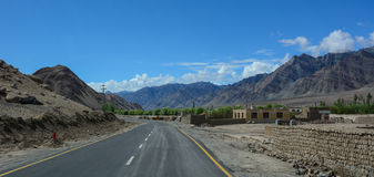 Strada di Manali-Leh di elevata altitudine Fotografia Stock Libera da Diritti