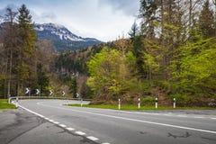 Strada di montagna di tornitura La Svizzera, alpi Immagini Stock