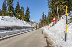 Strada di Moutain nell'inverno Fotografia Stock