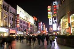 Strada di Nanjing - di Schang-Hai entro la notte Immagini Stock