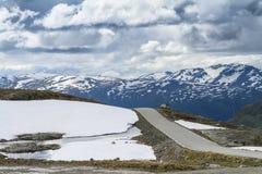 Strada di Snowy FV243, Norvegia, Aurlandsvegen Fotografia Stock Libera da Diritti