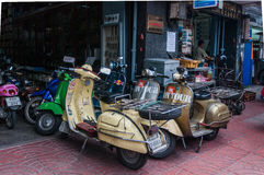 Strada di Yaowarat, la Chinatown di Bangkok, Tailandia Immagine Stock