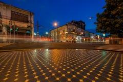 Strada di Yaowarat Vecchia città di Phuket con le vecchie costruzioni nello stile cinoportoghese Fotografia Stock
