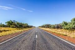 strada diritta attraverso il dessert dell'Australia, Australia Meridionale, Stuart Highway Australia fotografie stock libere da diritti