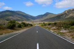 Strada diritta lunga nella montagna Fotografia Stock Libera da Diritti