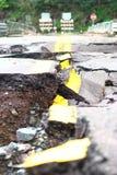 Strada distrutta dopo l'inondazione immagine stock