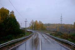 Strada dopo pioggia fotografie stock