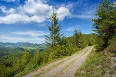 Strada e cielo della montagna con le nuvole Fotografia Stock Libera da Diritti