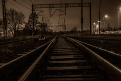 Strada e ferrovia nella notte Immagine Stock Libera da Diritti