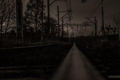 Strada e ferrovia nella notte Fotografia Stock Libera da Diritti