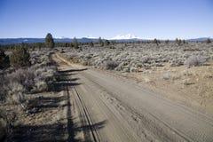 Strada e montagne sole Immagini Stock