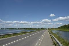 Strada ed acqua immagine stock