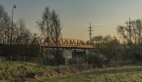 Strada ferrata e ponte nell'area di Bakov nad Jizerou immagini stock