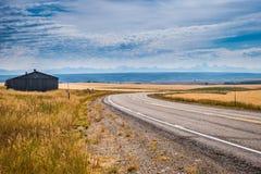 Strada fra i fileds dell'agricoltore Fotografia Stock