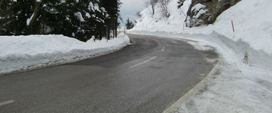 Strada ghiacciata nella scena di inverno Immagine Stock Libera da Diritti