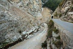 Strada in gola nel Alpes-Maritimes Fotografia Stock Libera da Diritti