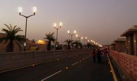 Strada illuminata immagini stock