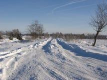 Strada innevata di inverno Fotografie Stock Libere da Diritti
