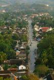 Strada in Luang Prabang, vista da sopra Immagini Stock Libere da Diritti