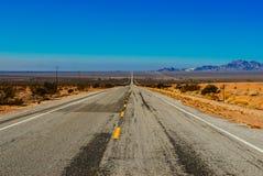 Strada lunga del deserto Fotografie Stock