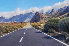 Strada lunga di modo sul parco nazionale vulcan di EL Teide in Tenerife Fotografia Stock