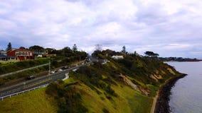 Strada lungo il mare con le automobili stock footage