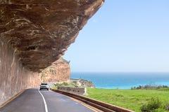 Strada lungo la costa di mare, vista sul mare dell'acqua dell'oceano del turchese, bello paesaggio di Mountain View, Cape Town, S immagini stock libere da diritti