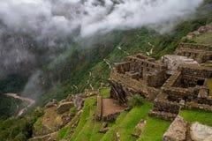Strada a Macchu Picchu come visto il 15 marzo 2019 dalla cittadella stessa fotografie stock libere da diritti