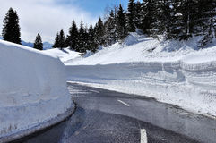 Strada in mondo della neve Fotografie Stock