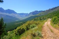 Strada in montagne impressionanti immagini stock libere da diritti