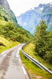 Strada in montagne norvegesi Fotografia Stock Libera da Diritti