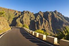 Strada in montagne Taganana di Anaga fotografia stock
