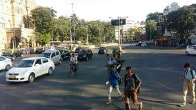 Strada Mumbai, India del passaggio pedonale del traffico cittadino fotografia stock libera da diritti