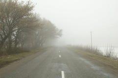 Strada in nebbia Immagini Stock Libere da Diritti
