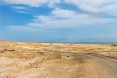 Strada nel deserto al mare Fotografia Stock Libera da Diritti