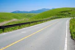 Strada nell'altopiano verde Immagini Stock Libere da Diritti