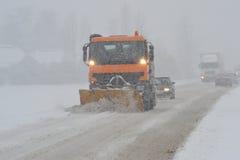 Strada nella tempesta della neve Fotografie Stock