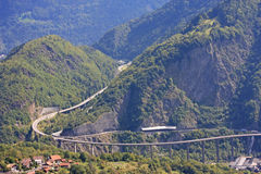 Strada nelle alpi francesi Immagine Stock