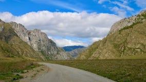 Strada nelle montagne di Altai Fotografia Stock Libera da Diritti