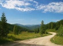 Strada nelle montagne di Altai Fotografia Stock