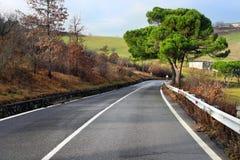 Strada nelle montagne di Apennines Immagine Stock