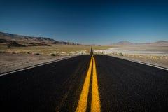 Strada nera del deserto Fotografia Stock